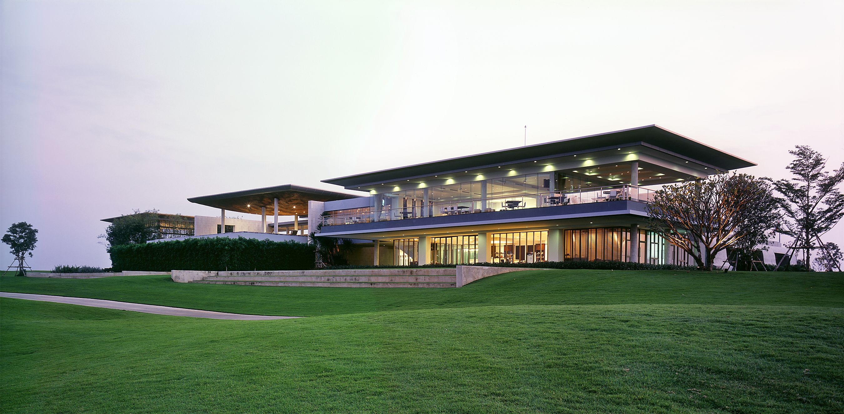 The clubhouse of Ayodhya golf course is designed with the reminiscence of its location, Ayuthaya, Thailand's old capital city. Source Image: http://www.bangkokarchitect.com/project/ayodhya-clubhouse/
